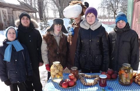 Удзельнікаў калегіі сустракаюць навучэнцы Капыльскай дапаможнай школы-інтэрната.